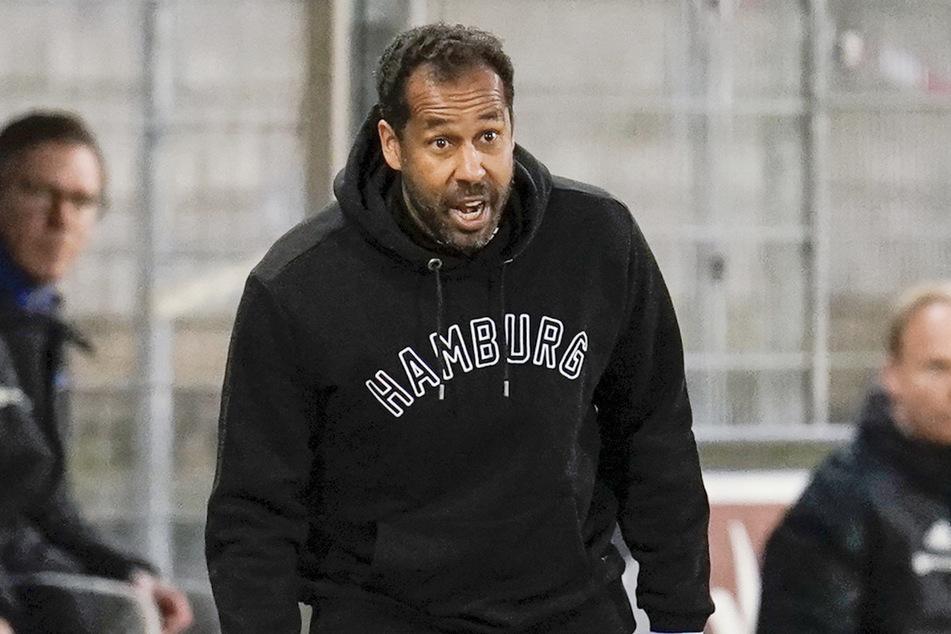 Hamburgs Trainer Daniel Thioune (46) gibt Anweisungen.