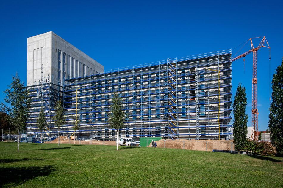 Der neue Uni-Campus der TU Freiberg nimmt Formen an. Der Rohbau steht bereits.