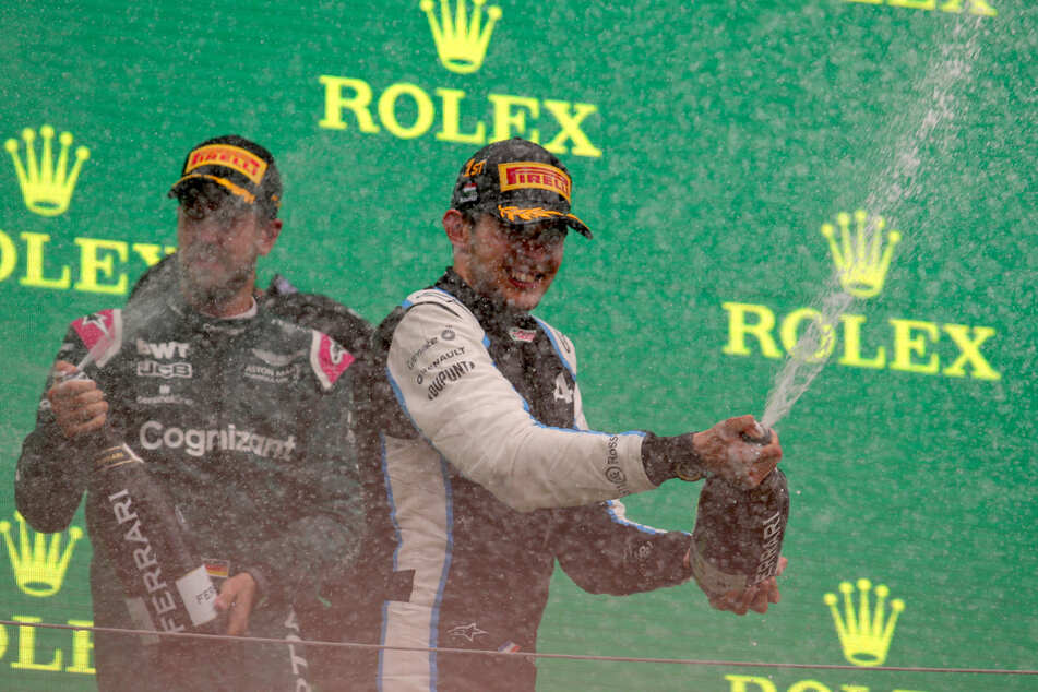 Der erste Grand-Pix-Erfolg für Esteban Ocon (24, rechts) wird euphorisch bejubelt. Sebastian Vettel (34, links) ist Podestplätze dagegen schon gewohnt.