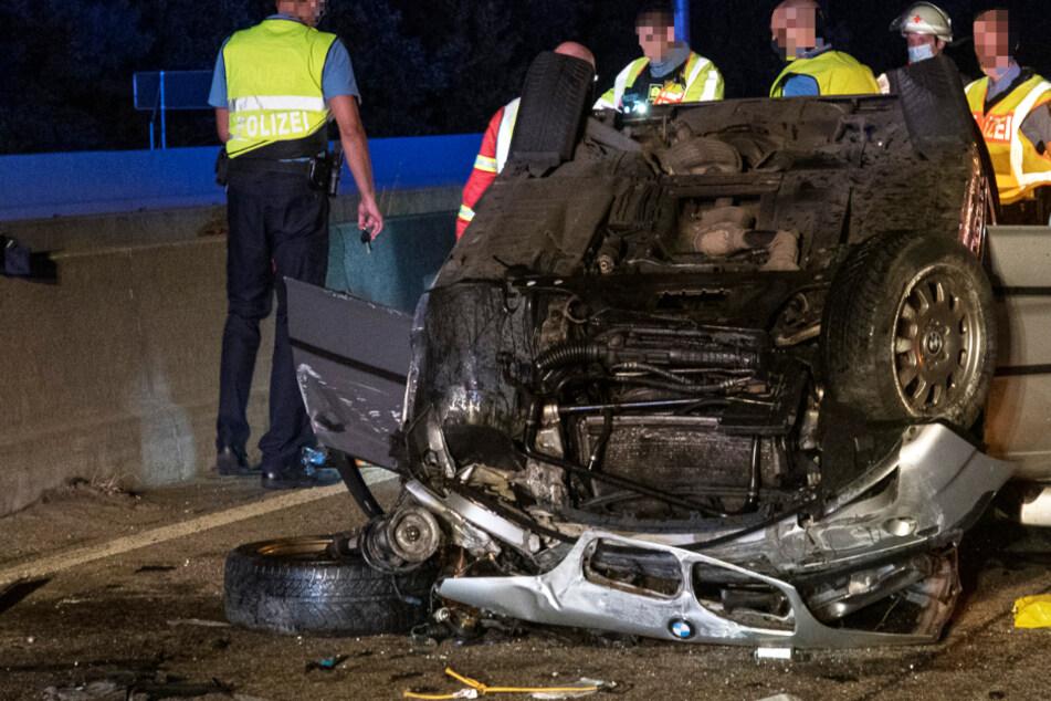 Sekundenschlaf am Steuer: Urlaubsreise endet im tragischen Autobahn-Unfall