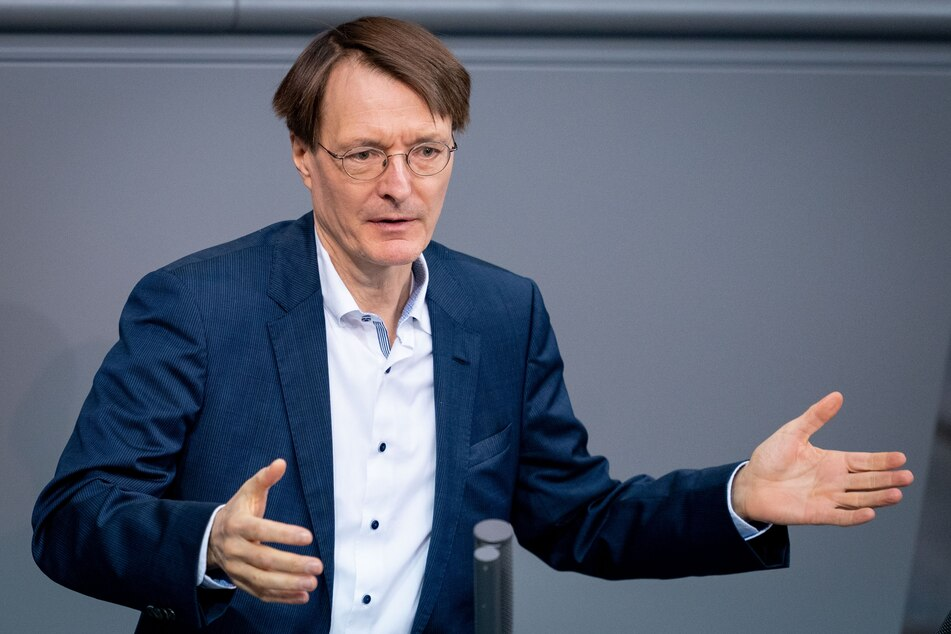 Karl Lauterbach (57) spricht sich für eine Teilnehmer-Obergrenze bei privaten Feiern aus.