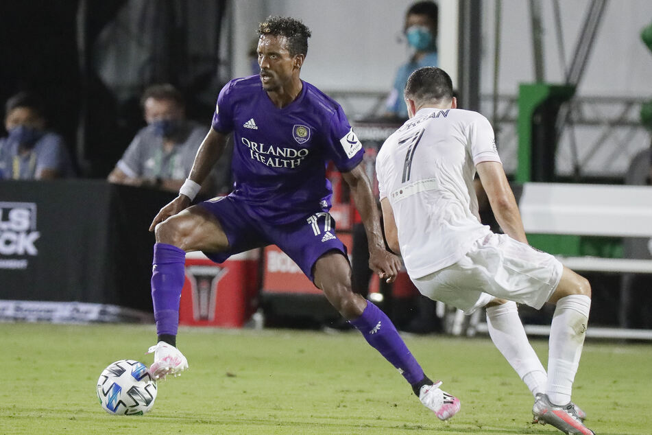 Nani (l.) von Orlando City im Dribbling gegen Lewis Morgan von Inter Miami.