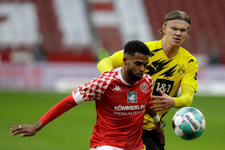 Im Mai noch gegeneinander und bald schon in einem Team? Mainz-Verteidiger Jeremiah St. Juste (24, l.) und BVB-Stürmer Erling Haaland (21, r.).