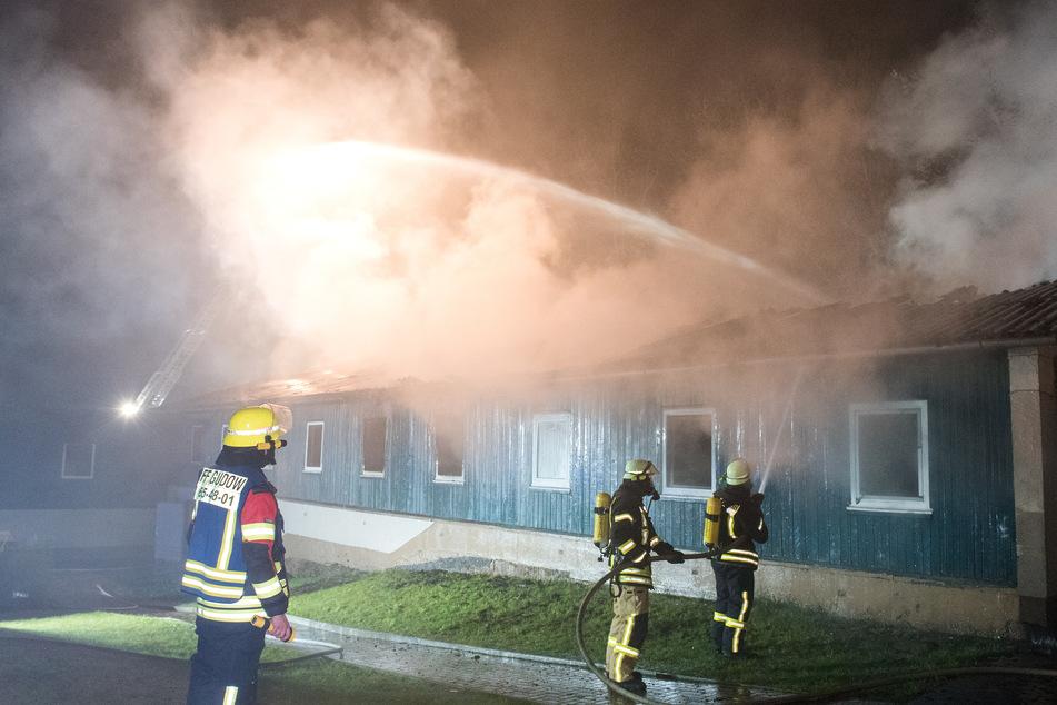 Feuer in Flüchtlingsunterkunft: Zehn Bewohner mit Corona infiziert