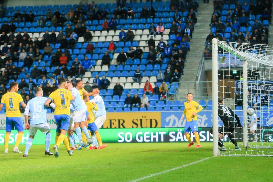 Kilian Pagliuca trifft zum 1:2 aus Chemnitzer Sicht. Die Himmelblauen hofften kurzzeitig, doch Lok Leipzig holte sich am Ende den Sieg.
