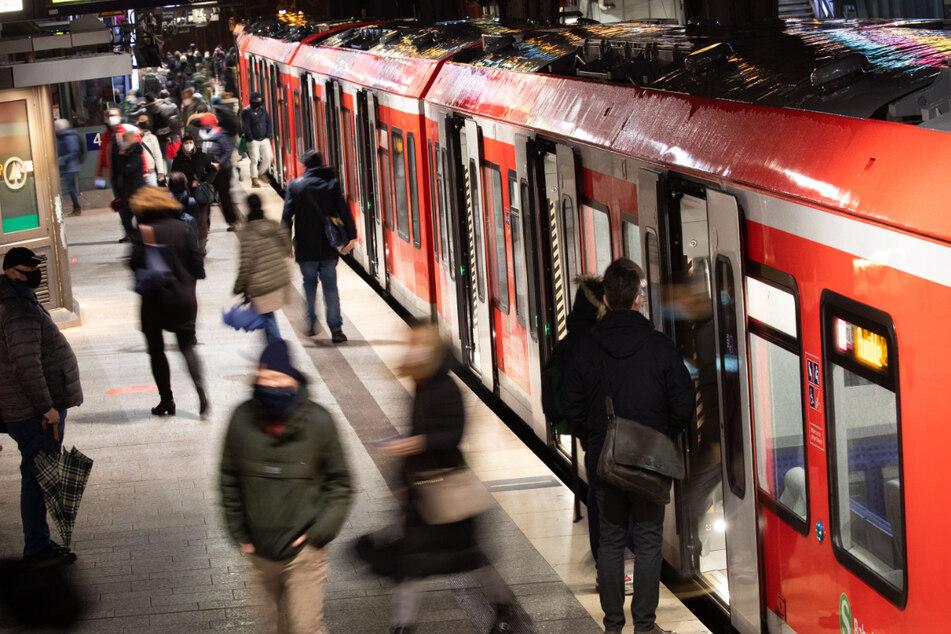 15-Jähriger stößt Gleichaltrigen auf Gleise: Diese Strafe erhält er