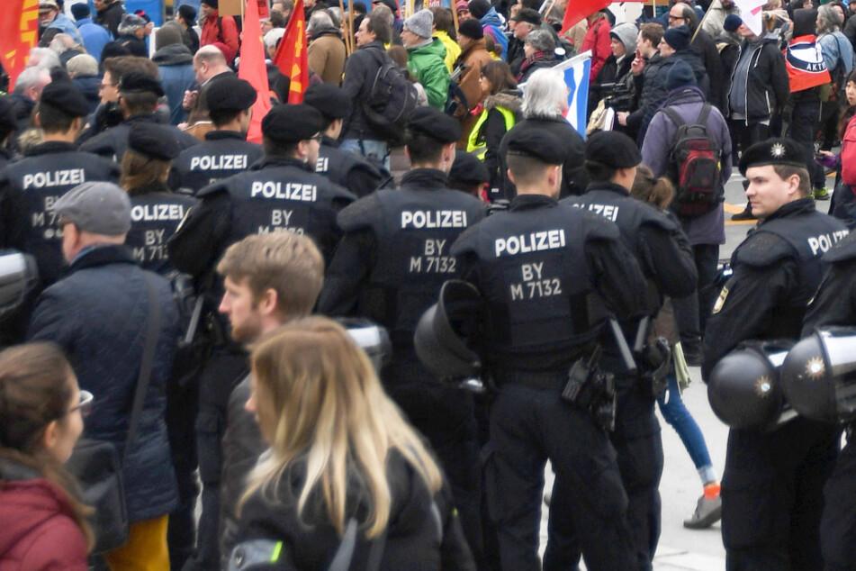 Der Odeonsplatz in München ist häufig Schauplatz verscheidener Kundgebungen und Demos. Wegen des Coronavirus vermutlich aber vorerst nicht mehr. (Archiv)