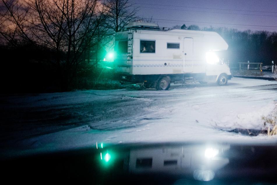 In den Lovemobil genannten Wohnmobilen verkaufen Prostituierte am Straßenrand ihren Körper. (Archivbild)