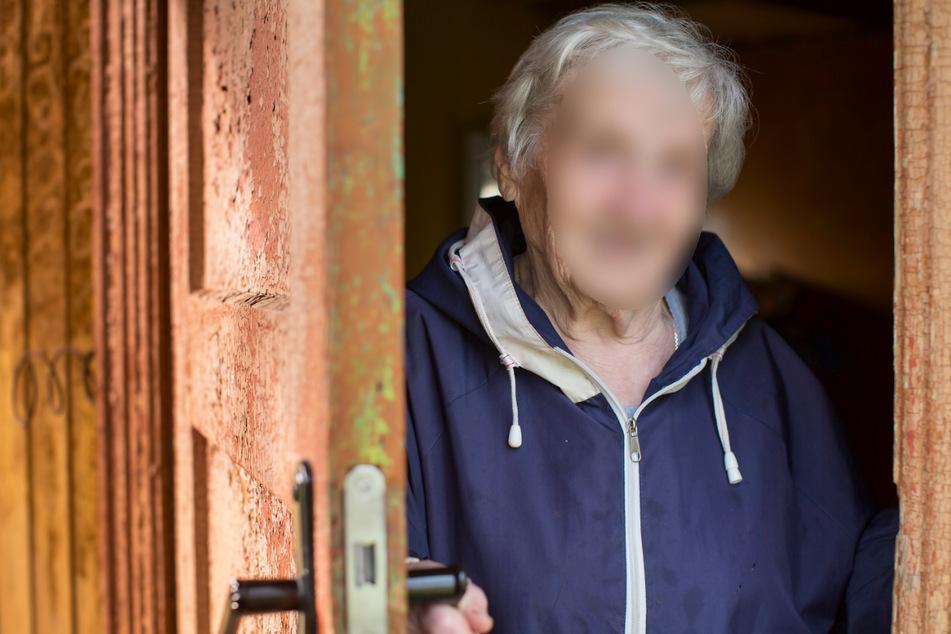 In Westsachsen hat ein Pärchen in letzter Zeit an Wohnungstüren gebettelt und dann die Wohnungsinhaber beklaut. In Glauchau erbeuteten sie von einer Seniorin Schmuck. (Symbolbild)