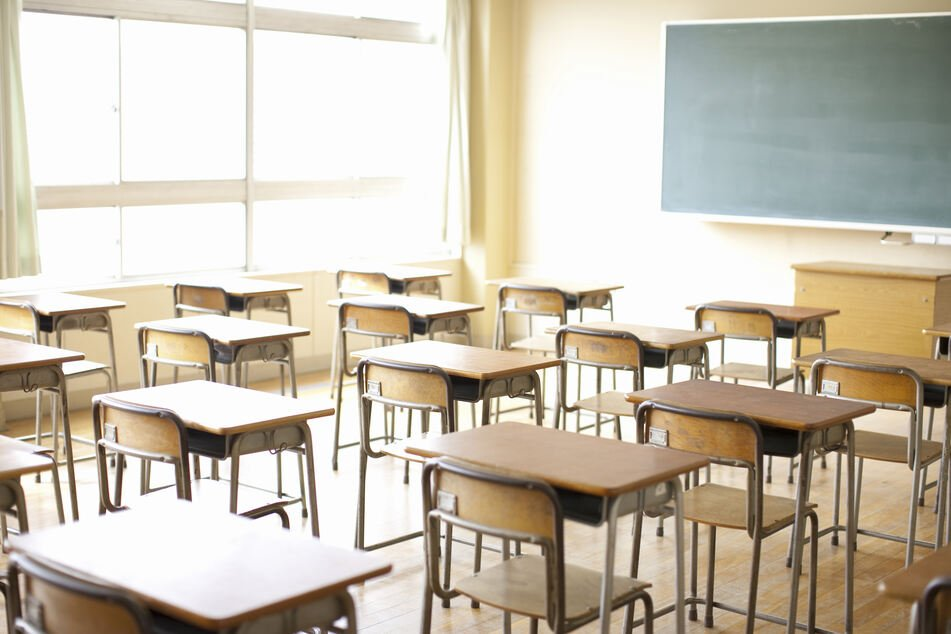 Immer mehr Schulen müssen wegen Corona schließen. (Symbolbild)