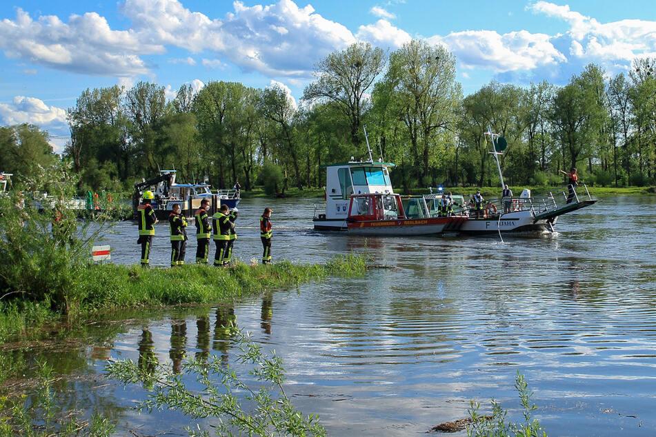 Plötzlich ging nix mehr: Fähre treibt nach Defekt auf der Donau
