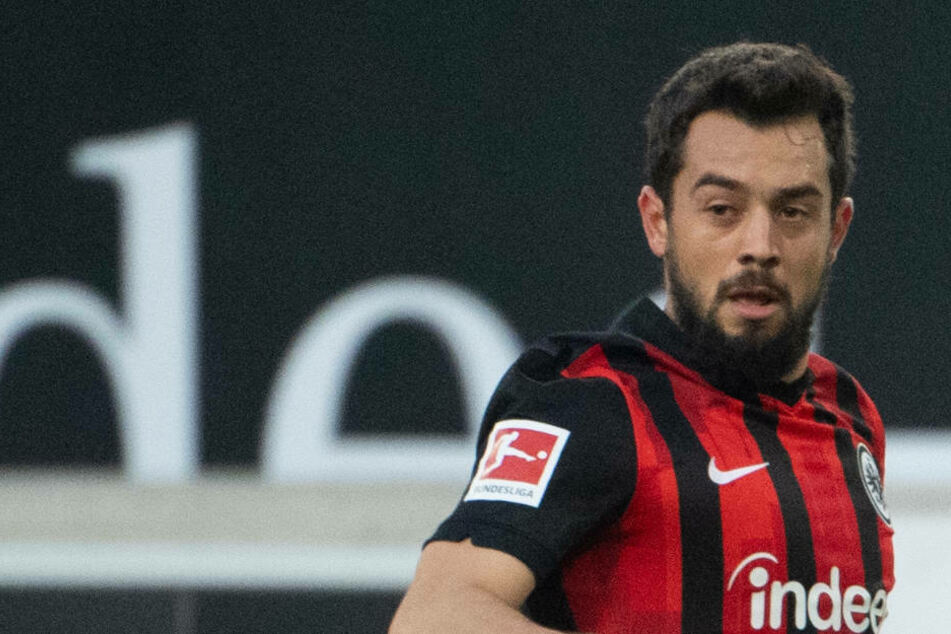 Wegen seiner hohen Gehaltsforderungen sollen die Verantwortlichen von Eintracht Frankfurt gezögert haben, die Kaufoption für Amin Younes (28) zu ziehen.