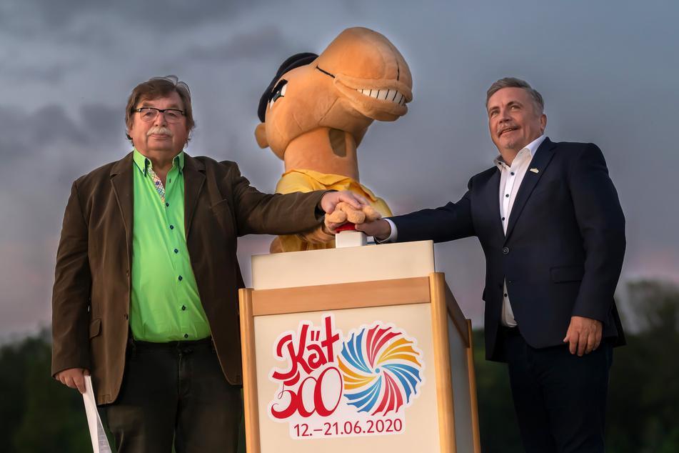"""Gemeinsamer Startschuss für das """"LichtWerk"""": Schaustellerchef Klaus Illgen (73, l.) und Oberbürgermeister Rolf Schmidt (60)."""