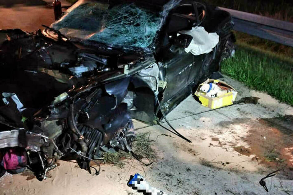 Das Wrack des Porsche Cayman nach dem Unfall von Julia Jasmin Rühle.