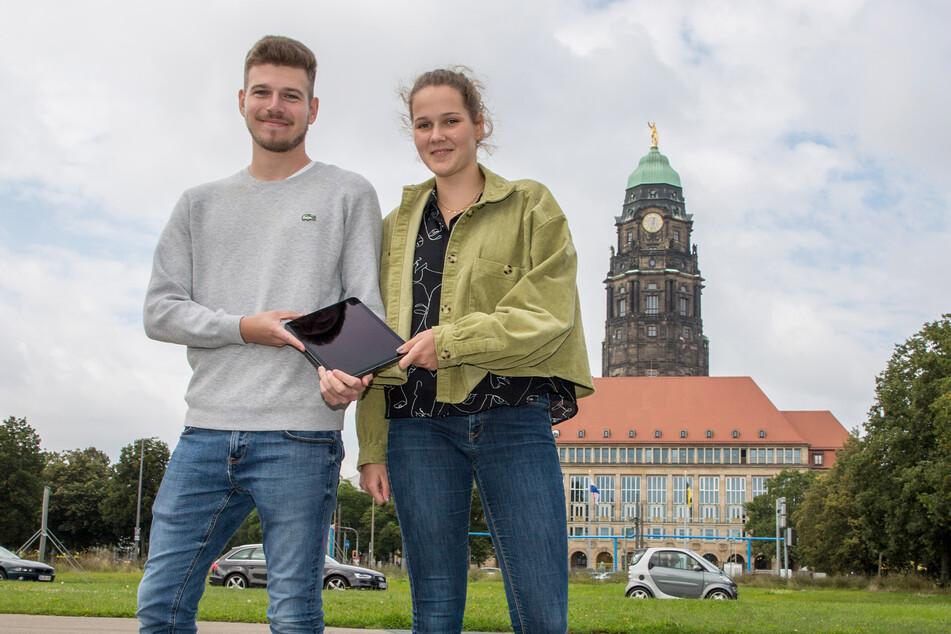 """Nico Hahn (25) und Paula Pechnig (19) sind die ersten Studenten des neuen dualen Studiengangs """"Digitale Verwaltung""""."""