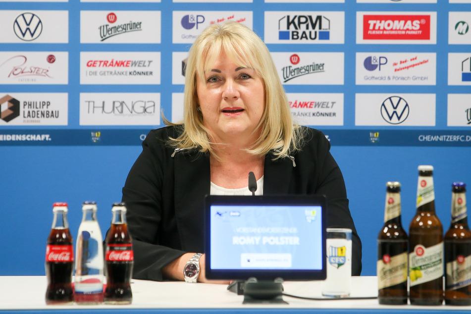CFC-Vorstandsvorsitzende Romy Polster bestätigt, dass die Option desKurzarbeitergelds am Mittwoch mit der Mannschaft besprochen wird.