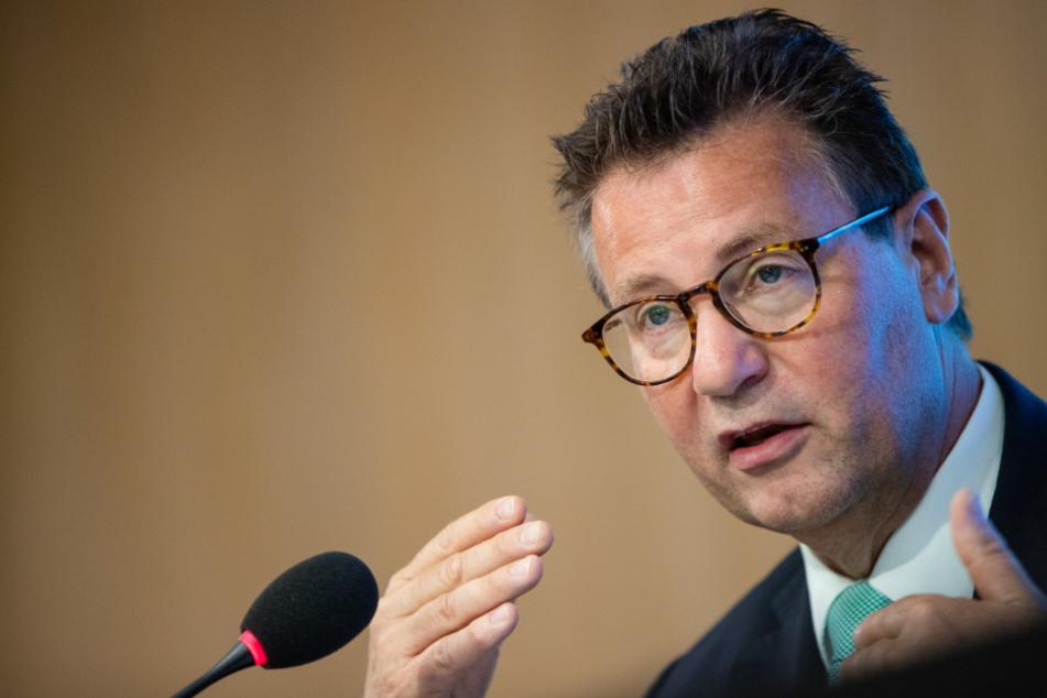 Peter Hauk (CDU), Minister für Ländlichen Raum in Baden-Württemberg, spricht bei der Regierungspressekonferenz.