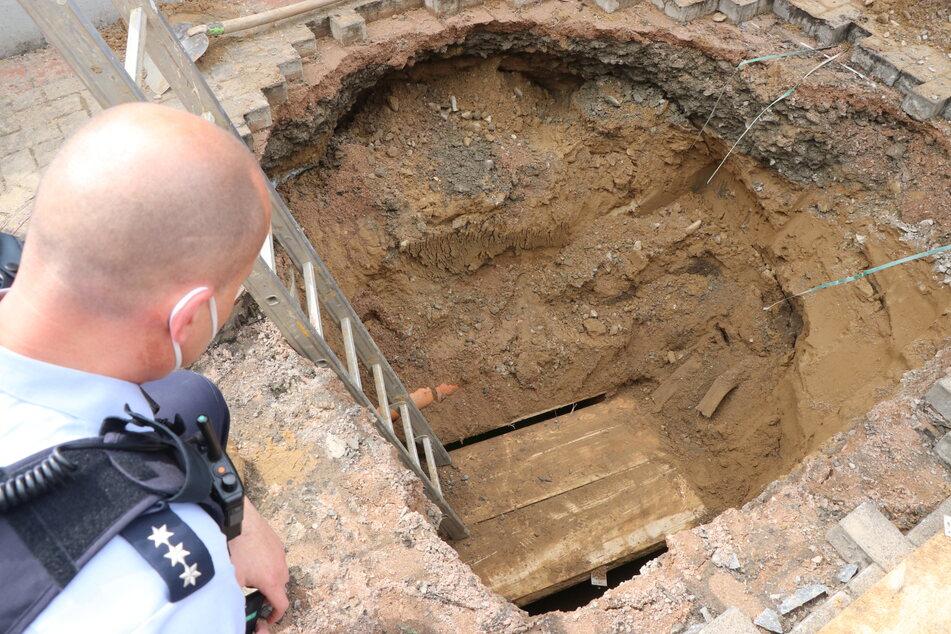 Weil der Tunnel einsturzgefährdet wirkte, wagte sich zunächst niemand in ihn hinein.