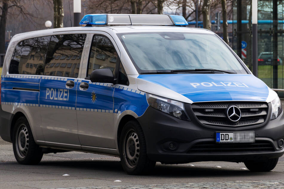 Die Polizei sah den Mercedes-Fahrer zunächst davonrasen (Symbolbild).