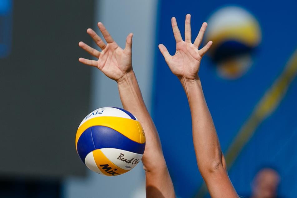 Ab dem Wochenende wird in Deutschland wieder professionell Beachvolleyball gespielt. (Symbolbild)