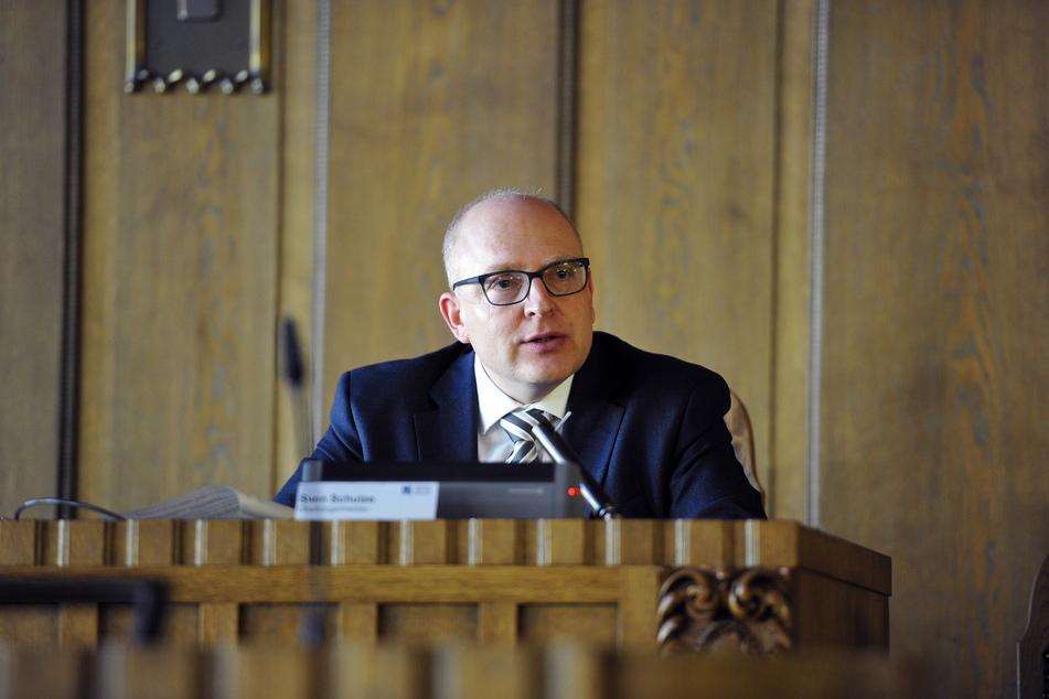 Oberbürgermeister Sven Schulze (49, SPD) verkündete am Freitag weitere Corona-Lockerungen.
