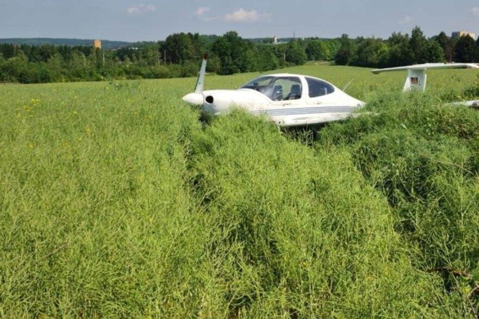 Flugzeugunfall im Vogtland: Maschine schießt über Landebahn hinaus