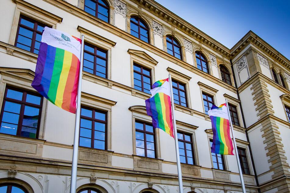 Am Samstag hisst die TU Chemnitz anlässlich des Christopher Street Days die Regenbogenflagge.