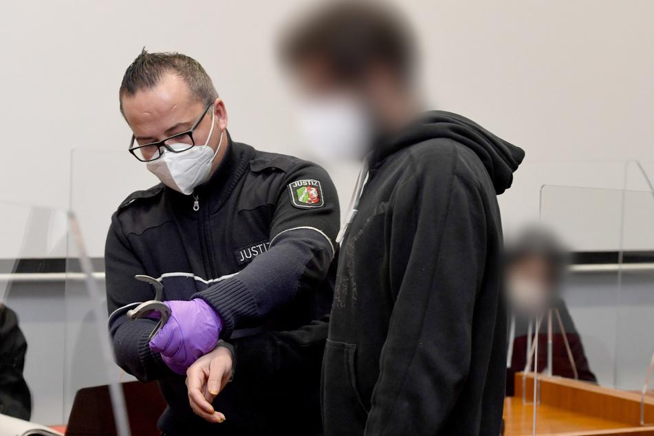 Mutmaßlicher Folter-Mord in Flüchtlingsheim: Männer stehen nach Bluttat vor Gericht