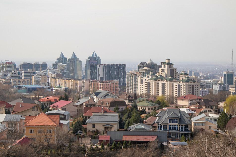 In der Stadt Almaty in Kasachstan wurden am Montag fünf Menschen erschossen. Die Wohnung des Tatverdächtigen sollte zwangsgeräumt werden.