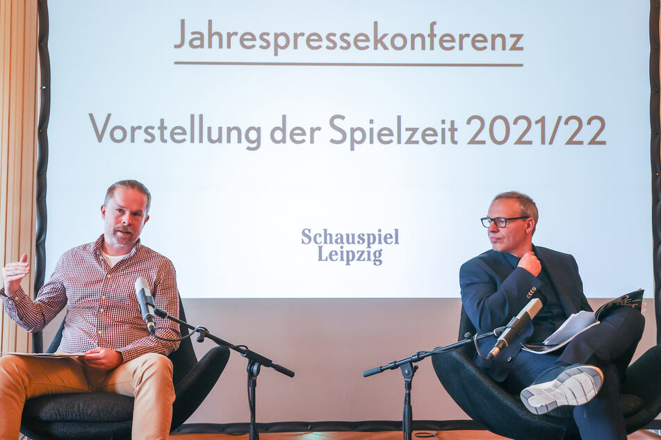 Chefdramaturg Torsten Buß (li.) und Intendant Enrico Lübbe sprechen über das Programm für die kommende Spielzeit.