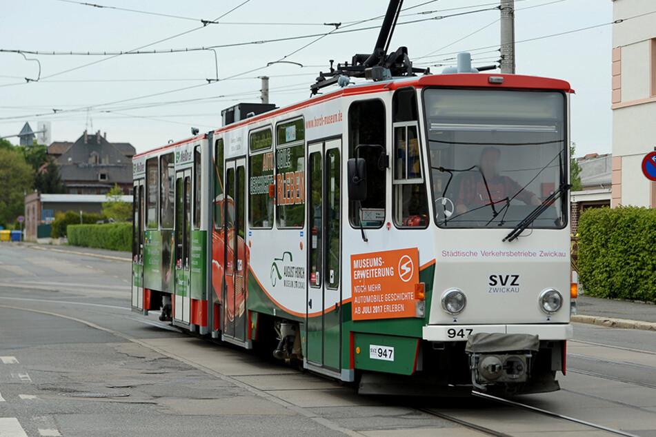 In Zwickau ist am Mittwochabend eine Fahrscheinkontrolle eskaliert. (Archivbild)