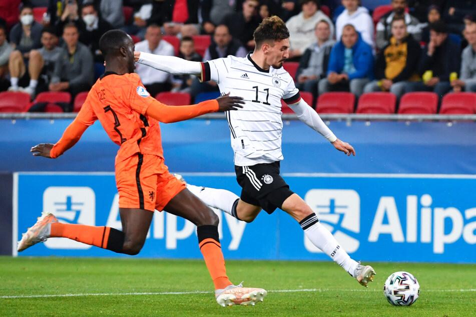 Mergim Berisha (r.) schoss alleine im U21-EM-Halbfinale gegen die Niederlande dreimal (!) gegen den Pfosten - was für ein Pech für den Offensivmann vom FC Red Bull Salzburg!
