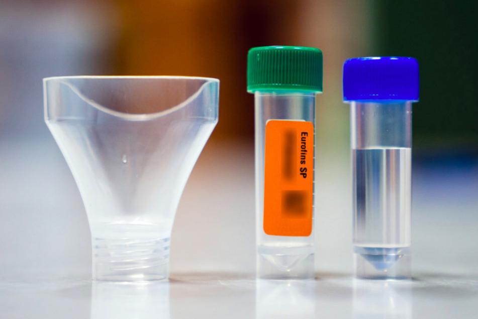 """Laut Herstellern soll die Durchführung der Gurgeltests """"kinderleicht"""" sein und Plastikmüll sparen."""