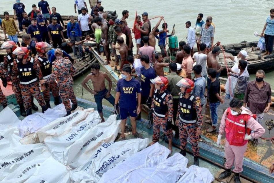 Fähre kracht in Schiff: Mindestens 29 Menschen sterben