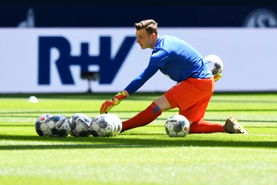 Markus Schubert sitzt beim FC Schalke 04 nach durchwachsenen Leistungen nur noch auf der Bank.