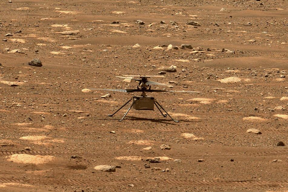Es war ein kurzer erster Flug für den kleinen Hubschrauber, aber entscheidend ist: Alles hat reibungslos funktioniert!