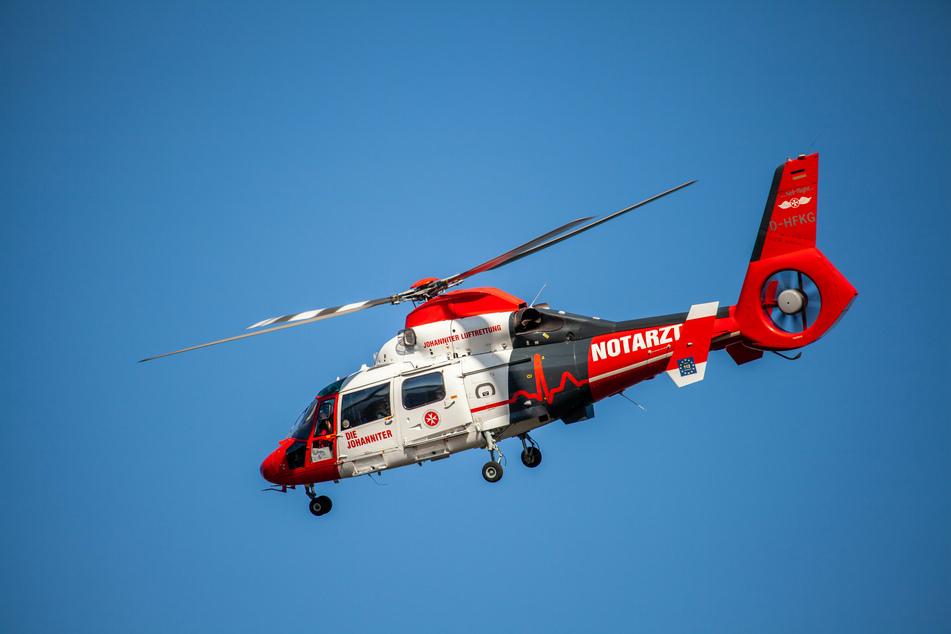 Der lebensgefährlich verletzte 37-Jährige wurde mit einem Rettungshubschrauber ins Krankenhaus geflogen. (Symbolbild)