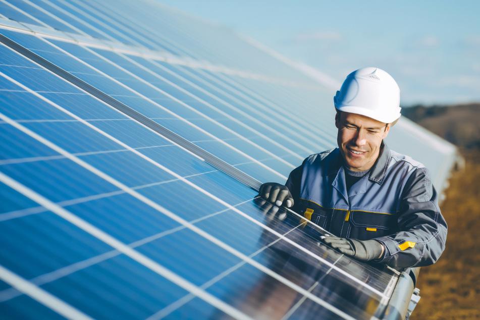 SachsenEnergie baut derzeit zusätzliches Personal im Bereich der Neuen Energien auf. Gesucht werden noch Mitarbeiter, insbesondere für Flächenakquise und Projektentwicklung.