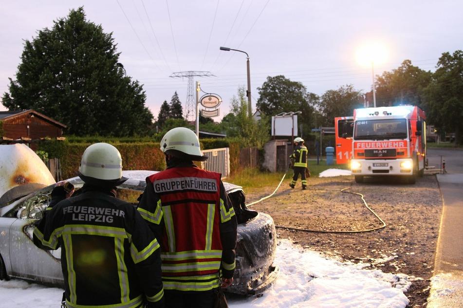 Nach etwa einer Stunden konnten die Kameraden aufatmen: Das brennende Auto war gelöscht.
