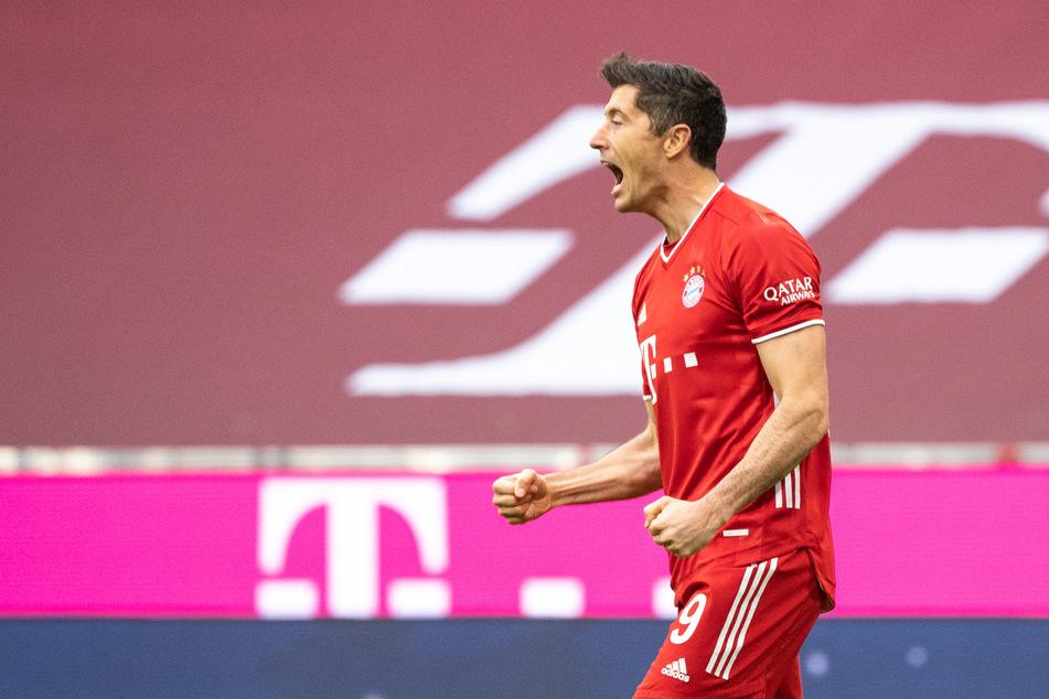 Bayern-Goalgetter Robert Lewandowski bejubelt seinen Treffer zum frühen 1:0 gegen Eintracht Frankfurt.