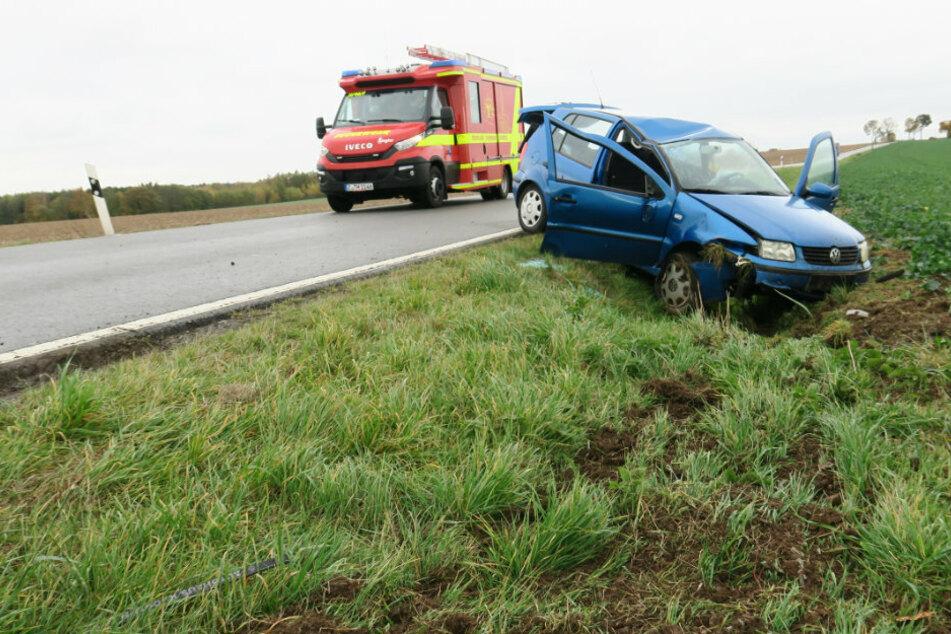Wieder Unfall auf S255 bei Hartenstein! VW landet im Graben