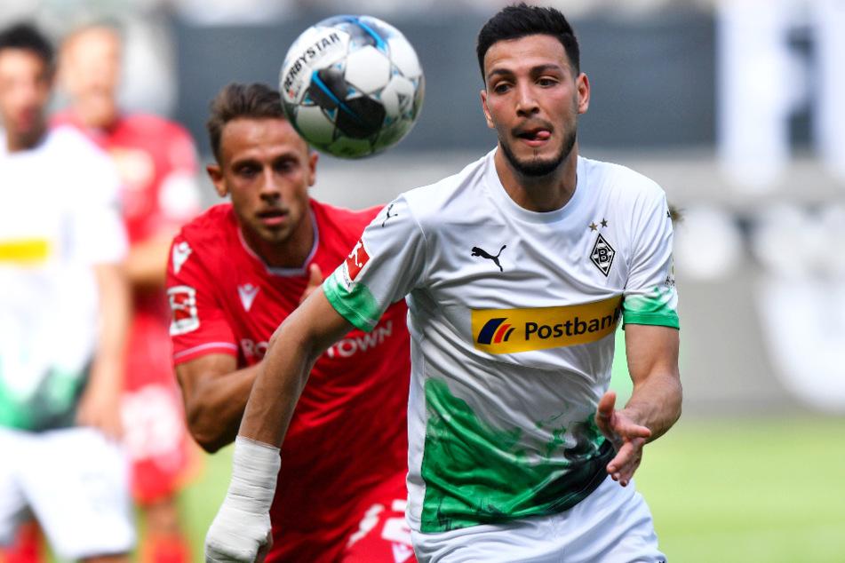 Zwei Assistgeber unter sich: Gladbachs Ramy Bensebaini (r.) und Unions Marcus Ingvartsen bereiteten Tore ihrer Teams direkt vor.
