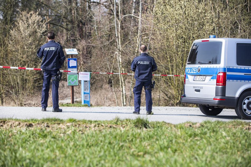 Vielerorts werden Wanderparkplätze gesperrt und Autofahrer durch die Polizei kontrolliert.