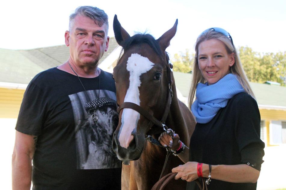 Rennvereins-Mitglieds Uwe Jahn, hier mit Tochter Elaine und Lot 123, hat dafür gesorgt, dass der Jugendpreis wieder neu belebt wurde.