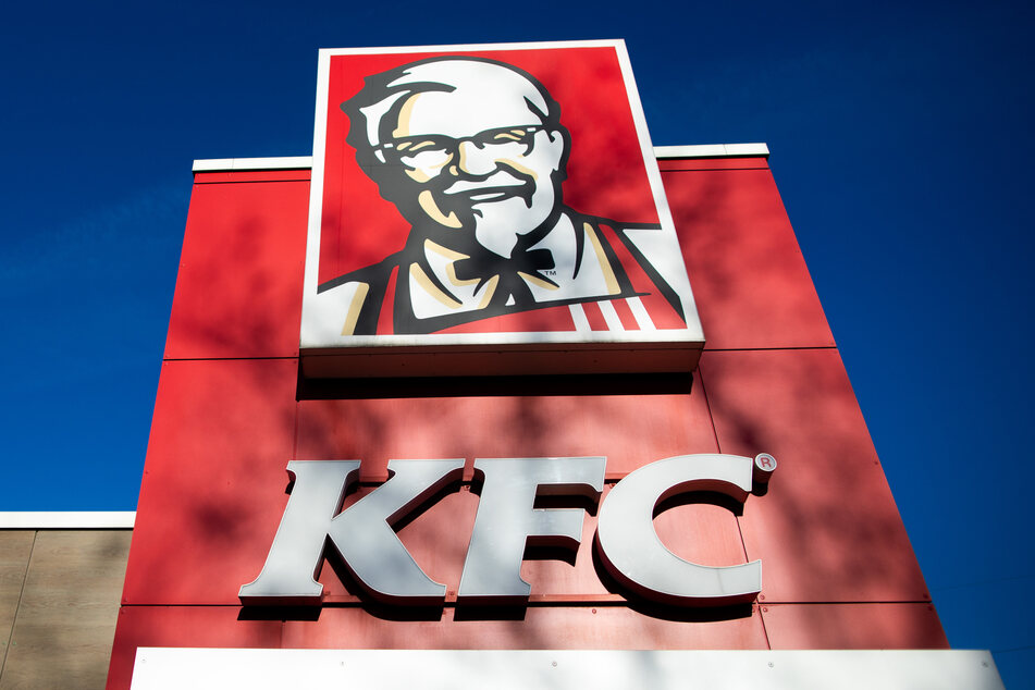 Eine junge Engländerin hat bei ihrem KFC-Essen ein Teil vom Huhn in den Mund bekommen, dass ihr ganz und gar nicht schmeckte. (Symbolbild)