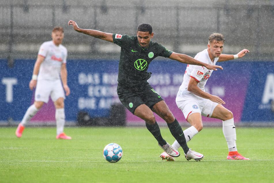 Beim Testspiel gegen Holstein Kile trug Maxence Lacroix (21) schon nicht mehr die Binde. Am Ende gewann der Zweitligist mit 1:0.