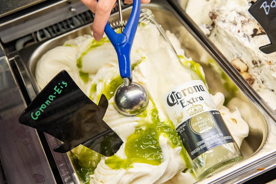 """Eine Eisdiele in der Münchner Innenstadt bietet ein """"Corona-Eis"""" an."""
