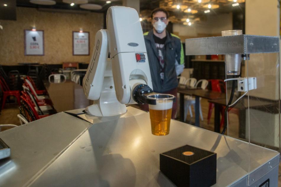 """Deshalb gibt's in dieser Kneipe garantiert """"coronasicheres"""" Bier"""
