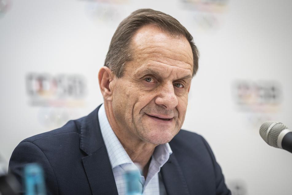 Alfons Hörmann, Präsident des Deutschen Olympischen Sportbundes (DOSB), spricht in der DOSB-Zentrale bei einer Pressekonferenz.