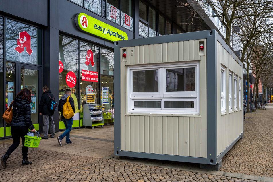 Der Corona-Test-Container in der Straße der Nationen wird rege genutzt.